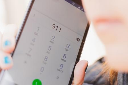 phone dialing 911